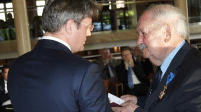 Ferdinand Sammer odznaczony Krzyżem Oficerskim Orderu Zasługi RP