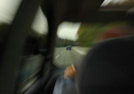 Młodzi kierowcy powodują 17 proc. wypadków