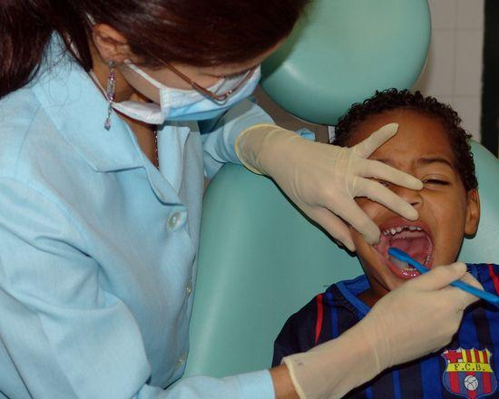 18-Polakow-w-ogole-nie-chodzi-z-pociechami-do-dentysty